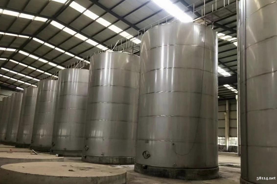 工厂倒闭处理一批大型储酒罐